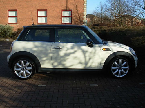 BMW Mini Cooper 1.6 2010 Pepper White full